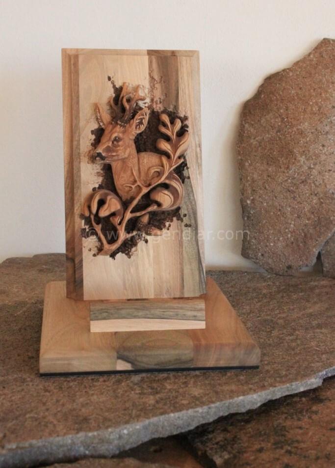 Schnitzen in Holz für Jagdraum