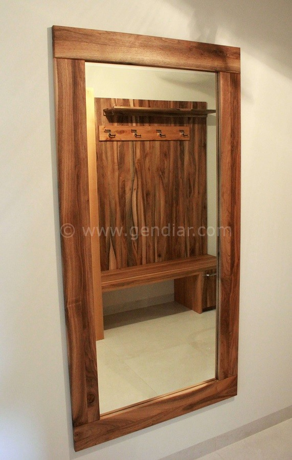 Zrkadlo z masívneho dreva, Solid wood mirror