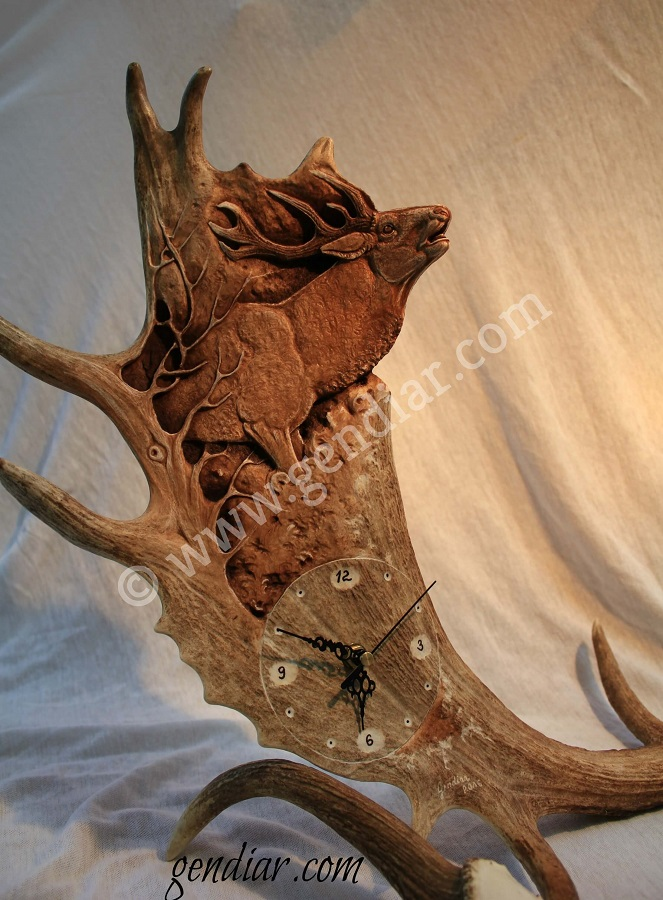 Schnitzerarbeit moebel aus massivholz